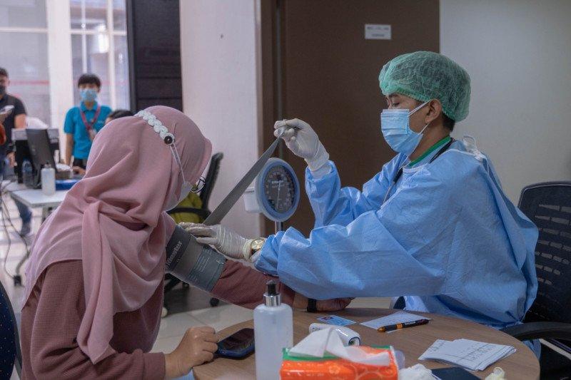 Vaksinasi COVID-19 Dosis Kedua Digelar LRT Jakarta