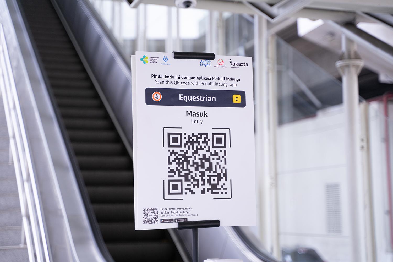 Uji Coba Aplikasi PeduliLindungi di LRT Jakarta Masa PPKM Level 3