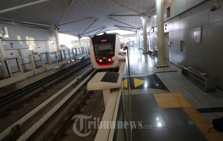 Moda Transportasi Massal LRT Jakarta Idaman Warga Jakarta